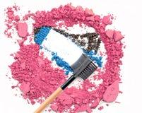 El rosa machacado compone el polvo y se ruboriza sombreador de ojos azul Imágenes de archivo libres de regalías