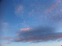 El rosa se nubla el cielo Imagen de archivo