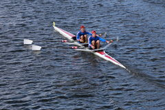 El rowing de Don con Steve Dmytrasz y Thomas Lancaster compiten con en el jefe de los dobles principales de Charles Regatta Men Imágenes de archivo libres de regalías
