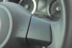 El símbolo de advierte en coche. Fotografía de archivo
