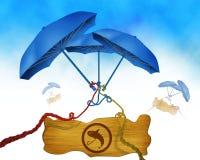 El símbolo de la pesca en el tablero de madera y el paraguas de tres azules en fondo binded usando cuerdas coloridas Fotografía de archivo libre de regalías