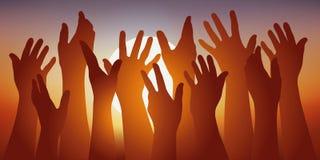 El símbolo de la unión con varias manos aumentó delante de un sol poniente stock de ilustración