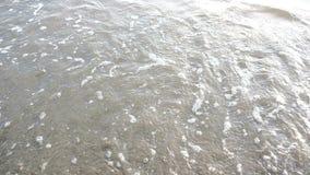 El símbolo del corazón se descolora lejos en la playa