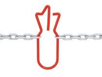 El símbolo rojo de la bomba del vínculo se cerró con las cadenas del metal Imagenes de archivo