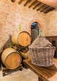 El sótano del barril del vino rojo de Montepulciano Imagen de archivo libre de regalías