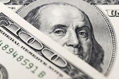 El ` s de Benjamin Franklin observa de una cuenta del ciento-dólar La cara de Benjamin Franklin en los cientos billetes de banco  foto de archivo