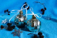 El ` s del Año Nuevo juega en un fondo azul Imagen de archivo