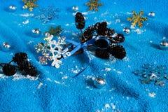 El ` s del Año Nuevo juega en un fondo azul Foto de archivo