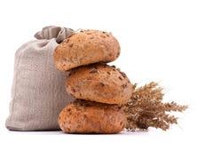 El saco de la comida, los rollos de pan y los oídos agrupan el recorte inmóvil de la vida imagenes de archivo
