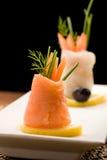 El salmón fumado rueda con los tomates Imágenes de archivo libres de regalías