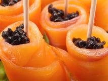 El salmón rueda con el caviar Fotografía de archivo