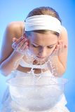 El salpicar del agua dulce Imagen de archivo libre de regalías