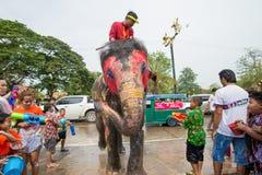 El salpicar del agua o festival de Songkran en Tailandia Fotografía de archivo libre de regalías