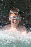 El salpicar en piscina Imagenes de archivo