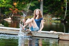 El salpicar en un lago Imagen de archivo libre de regalías