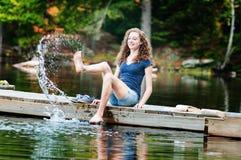 El salpicar en un lago Fotos de archivo libres de regalías