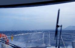 El salpicar perfecto de la precipitación excesiva del barco Fotografía de archivo libre de regalías