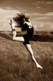 El salto de la bailarina Fotografía de archivo