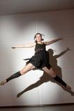 el salto de la bailarina Imagen de archivo libre de regalías