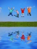 El salto de la gente Imagen de archivo libre de regalías