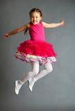 El salto de la muchacha Foto de archivo