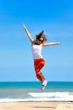 El salto de la muchacha Fotografía de archivo libre de regalías