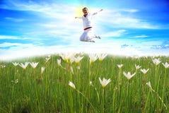 El salto de la muchacha Imagen de archivo libre de regalías