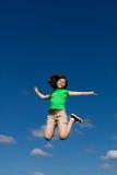 El salto de la muchacha al aire libre Fotos de archivo libres de regalías