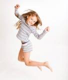 El salto de la muchacha de la alegría Imágenes de archivo libres de regalías