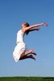 El salto de la mujer Fotos de archivo