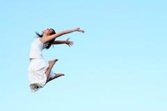 El salto de la mujer Imagenes de archivo