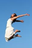 El salto de la mujer Imágenes de archivo libres de regalías