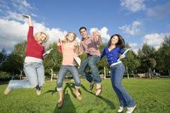 El salto de los estudiantes Imagen de archivo libre de regalías