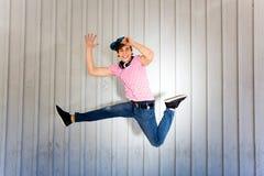 El salto del adolescente Imágenes de archivo libres de regalías