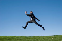 El salto del hombre de negocios fotos de archivo libres de regalías