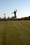 El salto del individuo Fotos de archivo