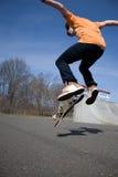 El salto del skater foto de archivo libre de regalías