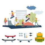 El salto urbano que anda en monopatín de gente del skater del parque del active al aire libre extremo activo del deporte engaña e Fotografía de archivo libre de regalías