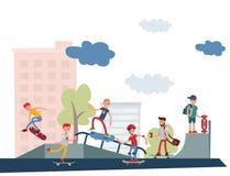 El salto urbano que anda en monopatín de gente del skater del parque del active al aire libre extremo activo del deporte engaña e Imagen de archivo libre de regalías