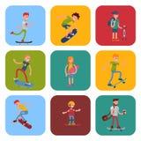 El salto urbano que anda en monopatín del skater de la gente del active extremo activo joven del deporte engaña el ejemplo del ve Foto de archivo