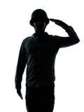 El saludar del hombre del soldado del ejército Imágenes de archivo libres de regalías