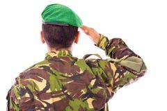 El saludar del soldado del ejército Imagen de archivo libre de regalías
