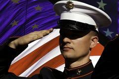 El saludo del día de veteranos, recuerda, y celebra foto de archivo libre de regalías