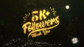 el saludo del texto de los seguidores 5K+ desea el fuego artificial del cielo nocturno de las partículas de las bengalas