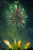 El saludo festivo en honor del día de la victoria encendido puede 9 Imagenes de archivo