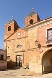 El Salvador kyrka och stadshus i Villanueva del Campo, T arkivbilder
