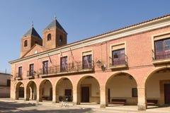 El Salvador kyrka och stadshus i Villanueva del Campo, Tierra royaltyfri foto