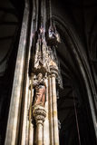 El santo en los posts en St Stephan de Domkirche Imagenes de archivo