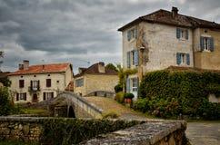 El Santo-Jean-de-col es un pueblo medieval en el norte de la Dordoña, Francia Imagen de archivo libre de regalías
