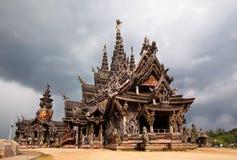 El santuario de madera más grande del templo de la verdad situó Fotos de archivo libres de regalías